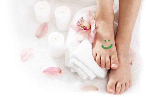 Мазь Илон при лечении панариция снимает воспаление и ускоряет процесс заживления. Красивые ухоженные ножки